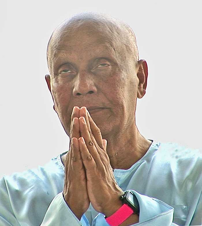 sri-chinmoy-late-meditation2