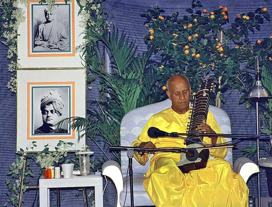 1993-NY-sri-chinmoy_concertforswamivivekananda_chinmoy