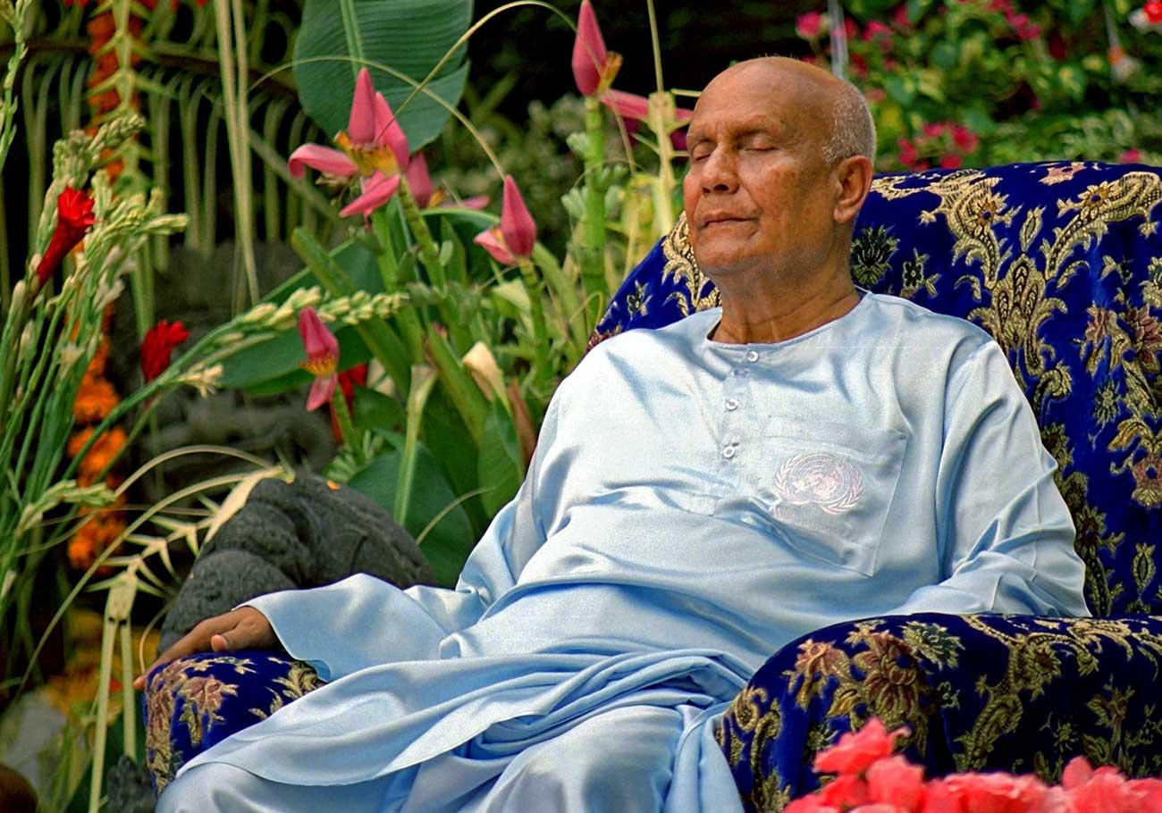 2004-bali-meditation-chinmoy2
