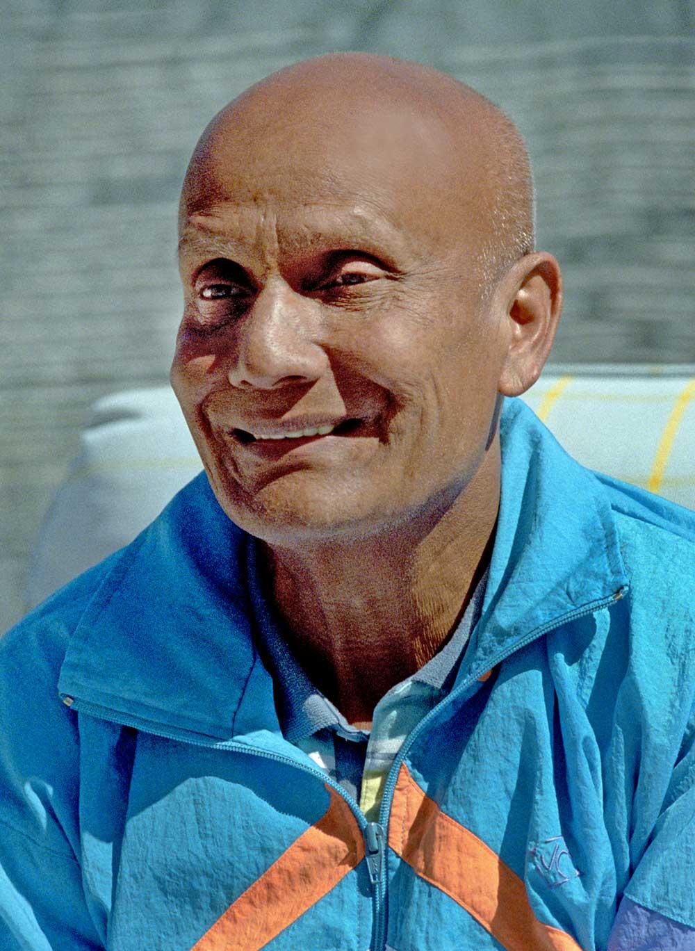 Sri Chinmoy Photos » Smiling Meditation
