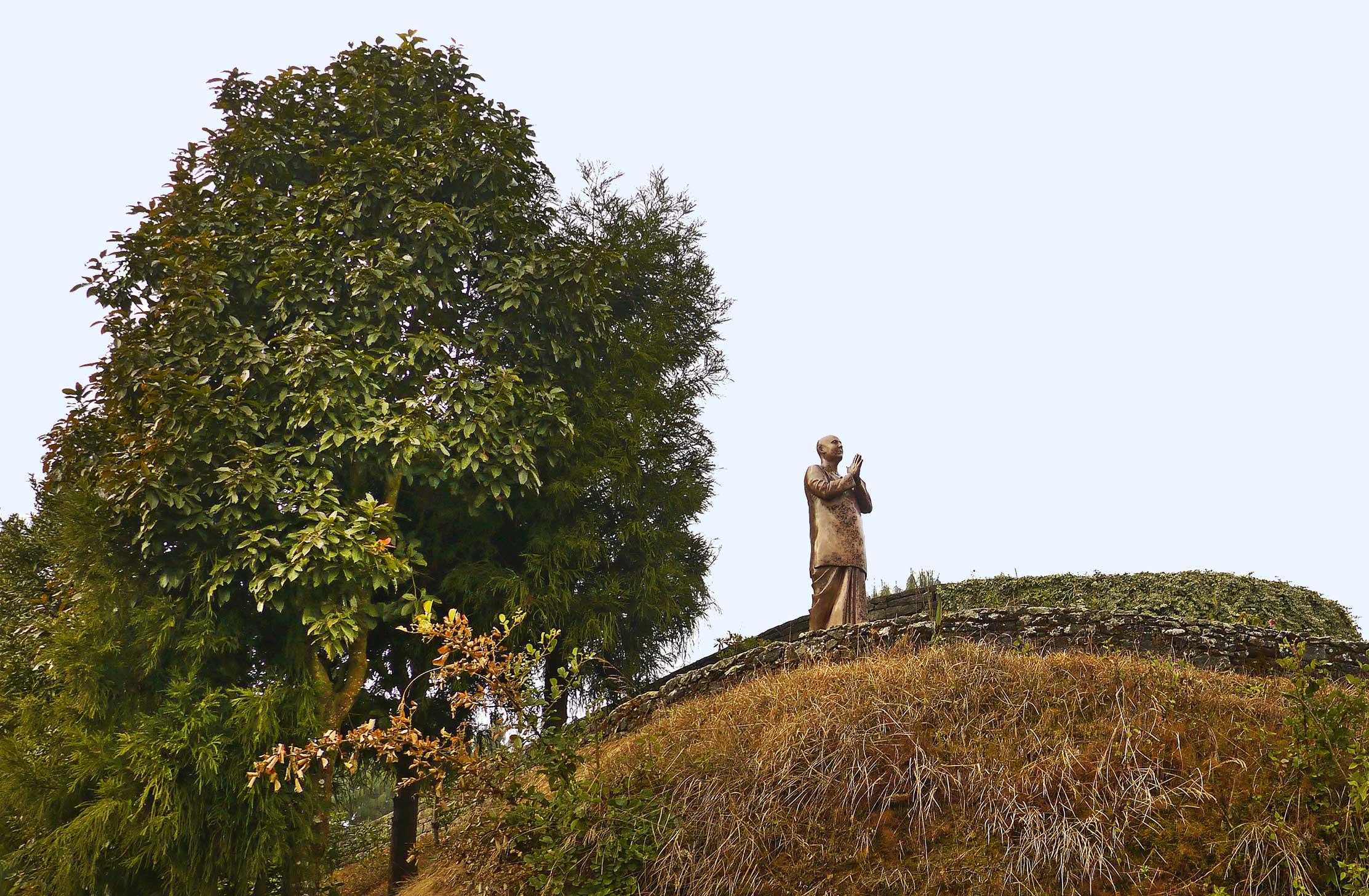 sri-chinmoy-statue-nepal