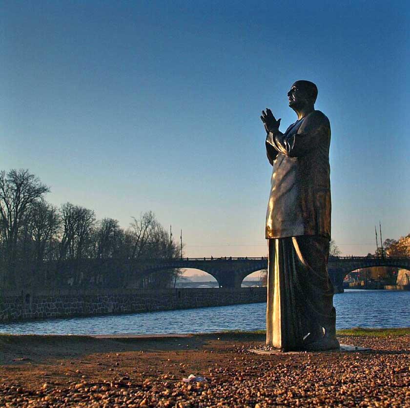 prague-statue-sri-chinmoy-7