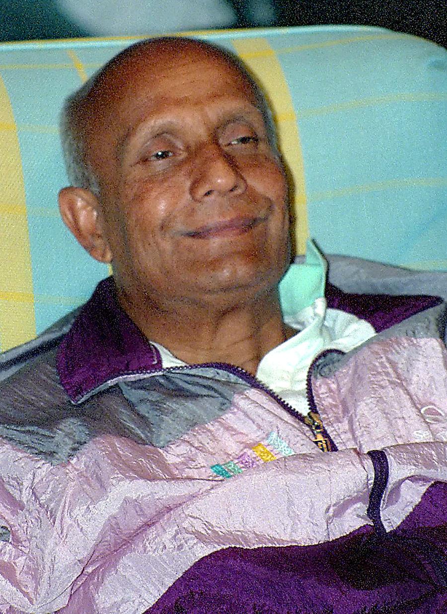 1992-05-21(May)-chinmoy-Aspiration-Ground_2000Soul-BirdsCelebration3_4X6