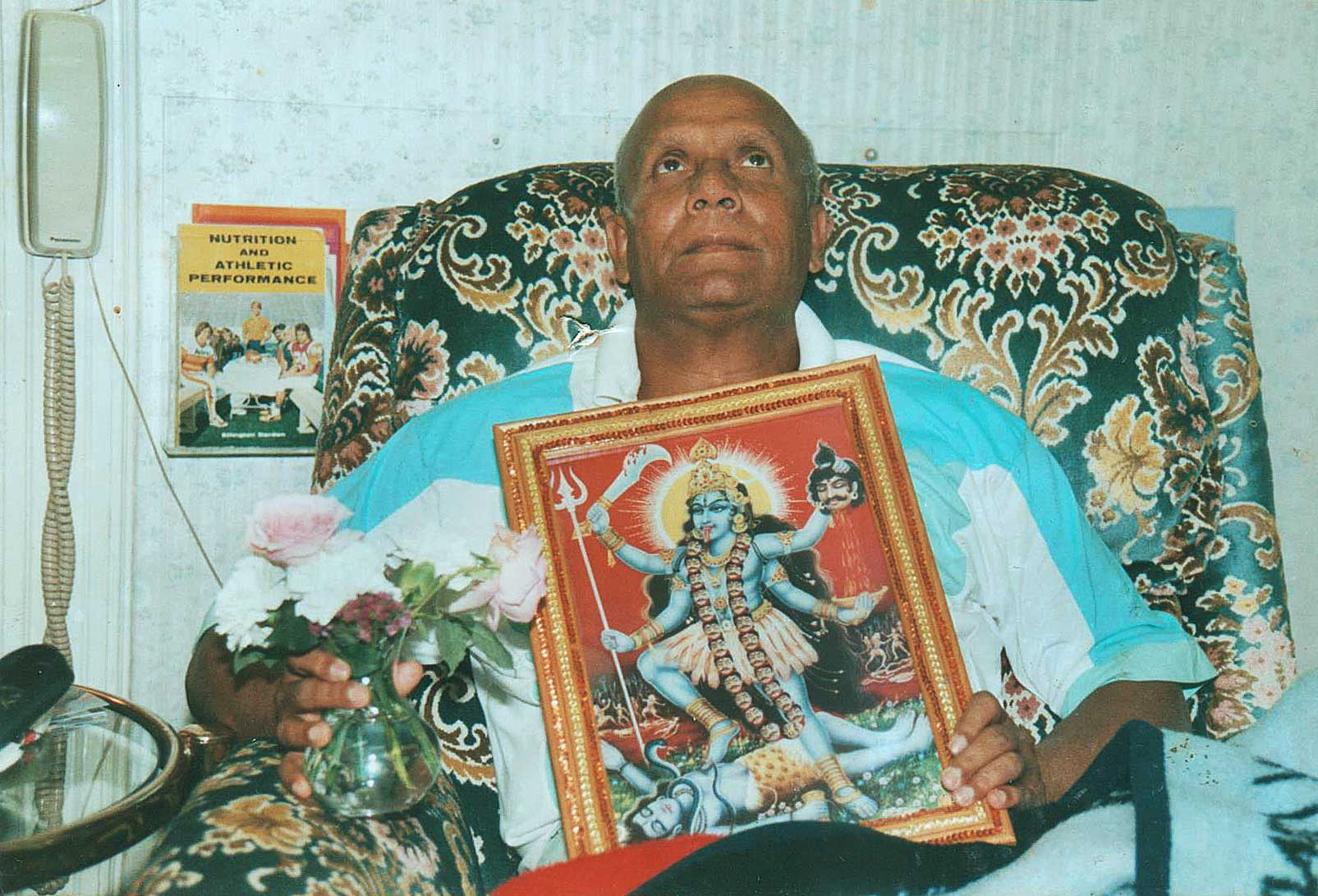 Sri-Chinmoy-Meditating-with-Mother-Kali