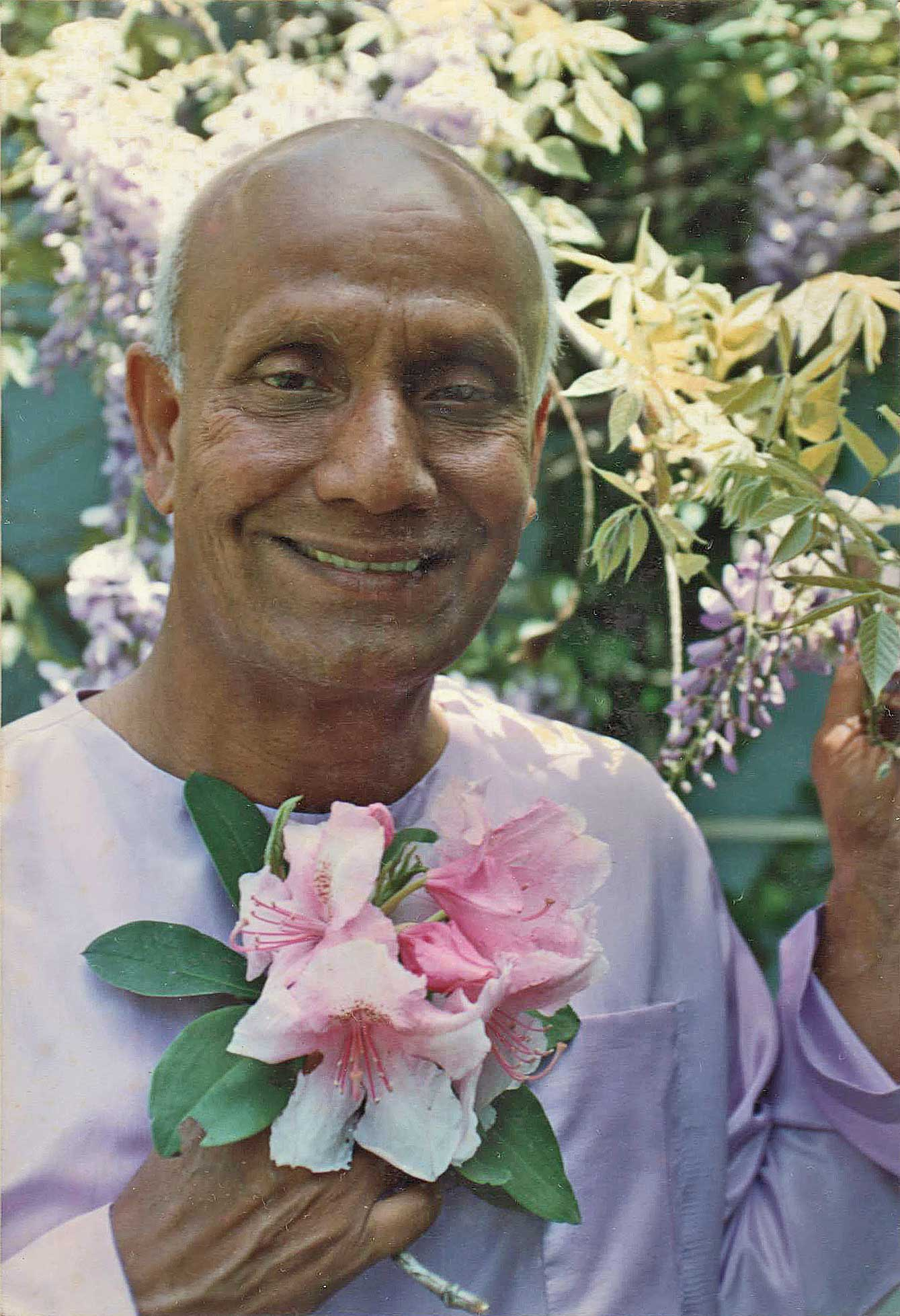 smiling-flowers-sri-chinmoy