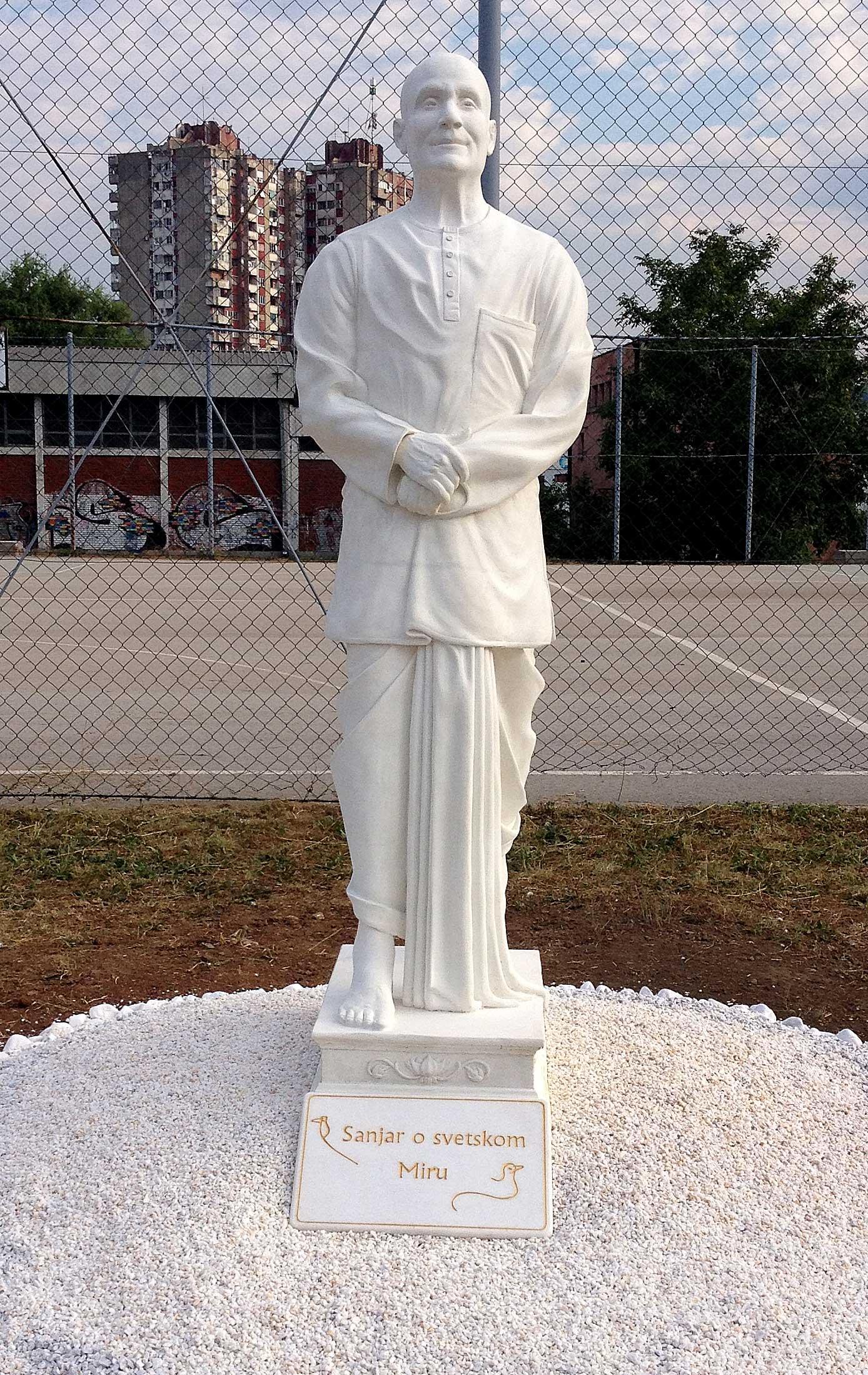 sri-chinmoy-statue-nish