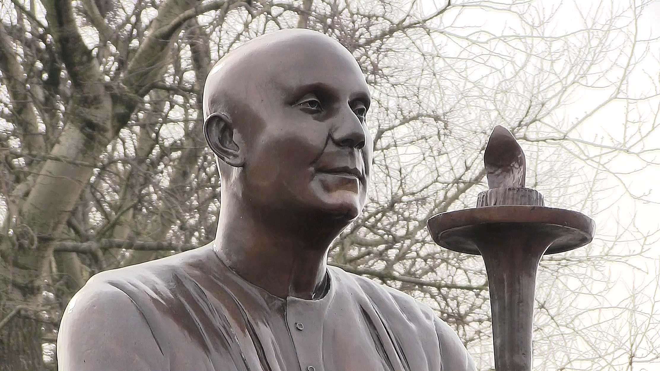 Sculpture-sri-Chinmoy-Wales