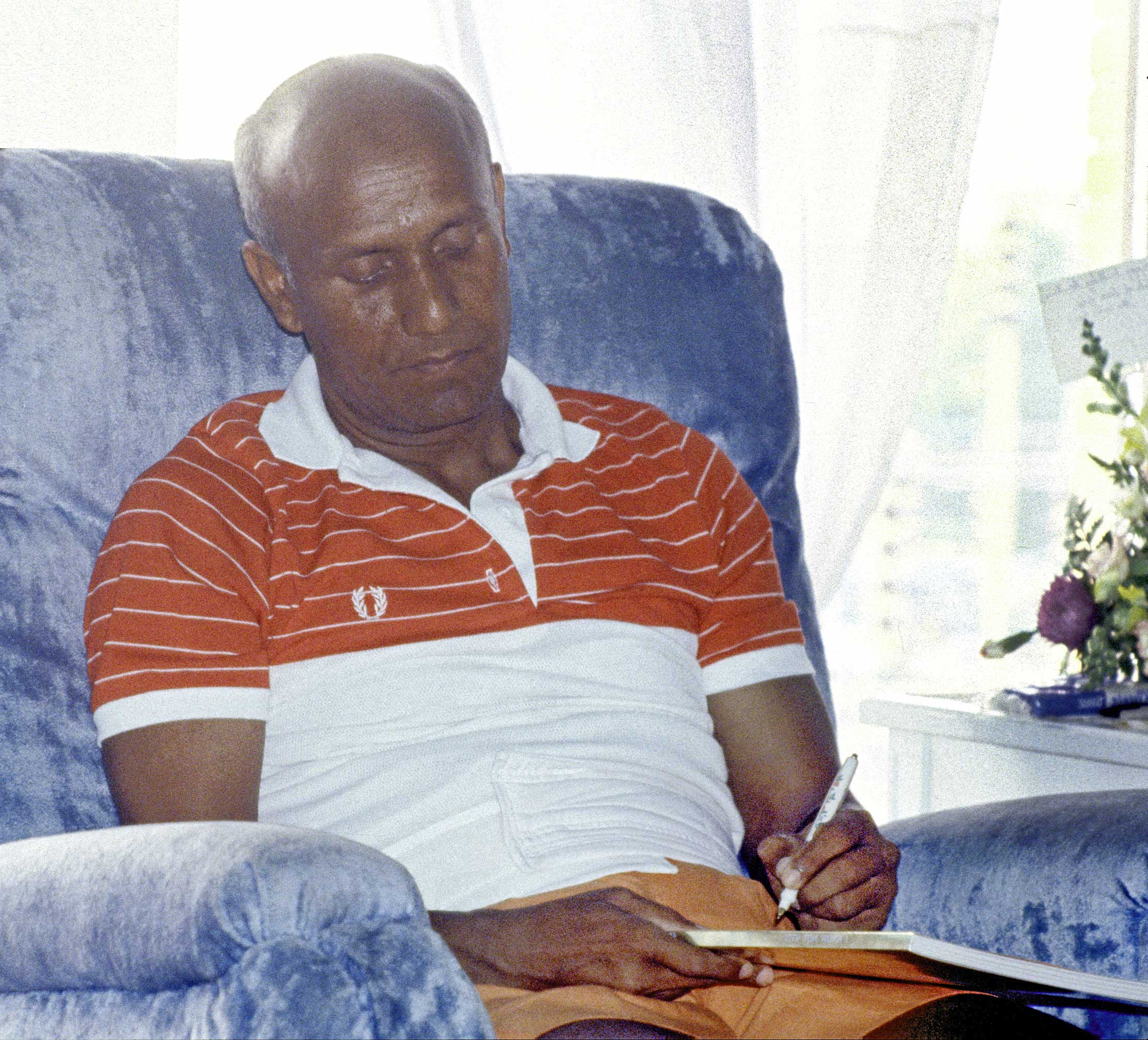 sri-chinmoy-writing-1980s-hd