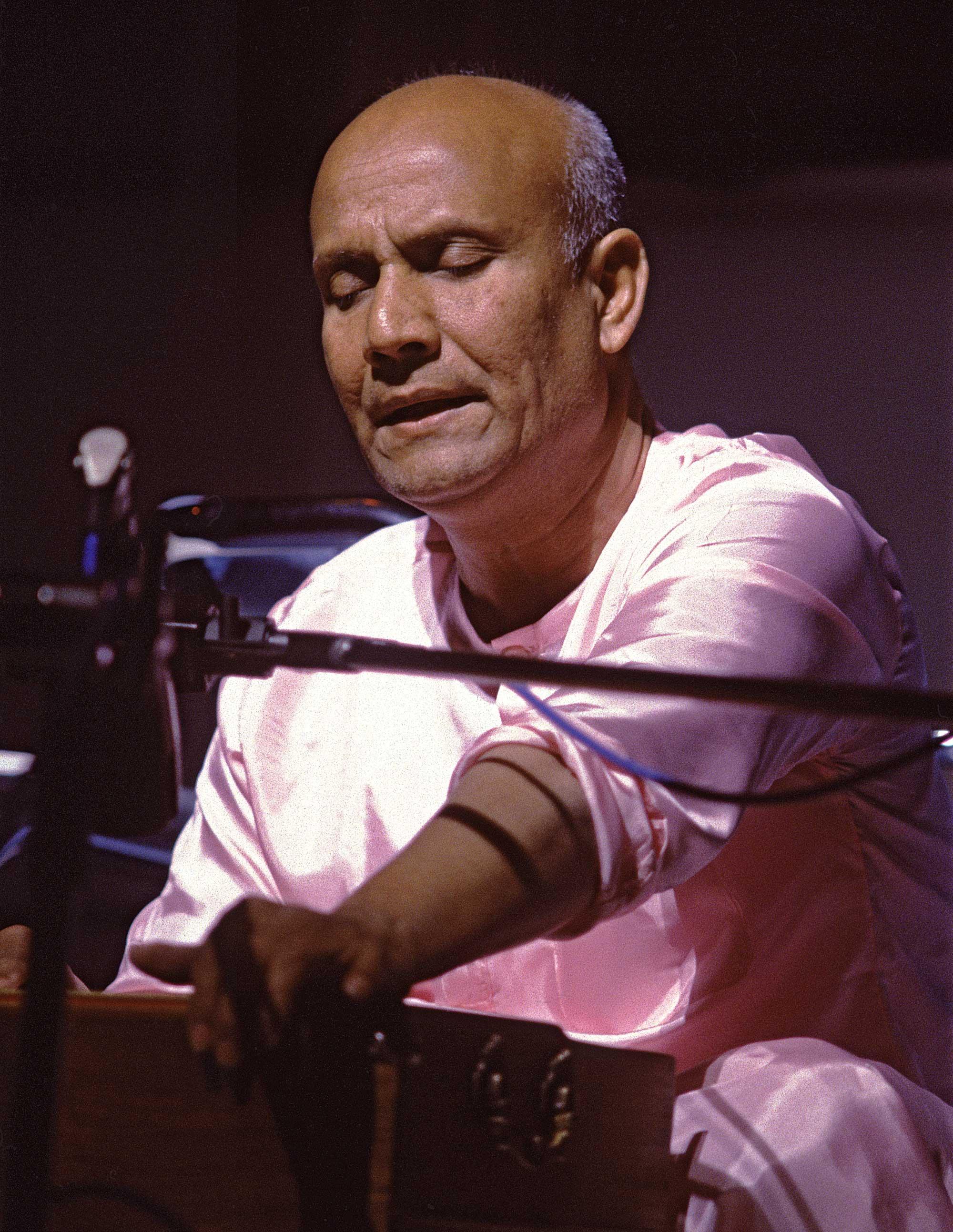 Harmonium-sri-chinmoy-1980s