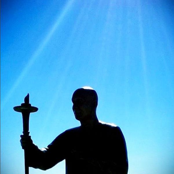 portuguise-statue-sri-chinmoy