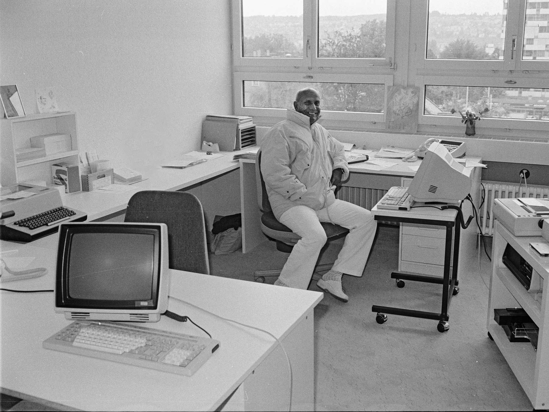sri-chinmoy-1986-mb-office