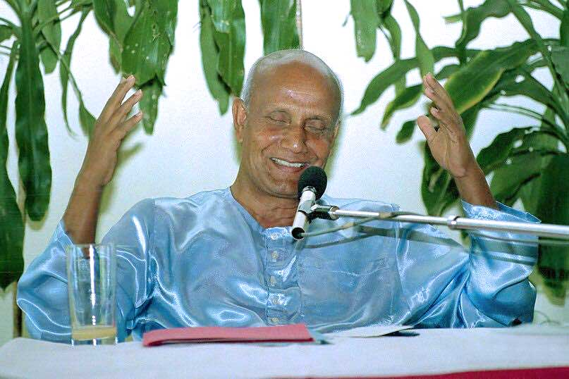 sri-chinmoy-laughing