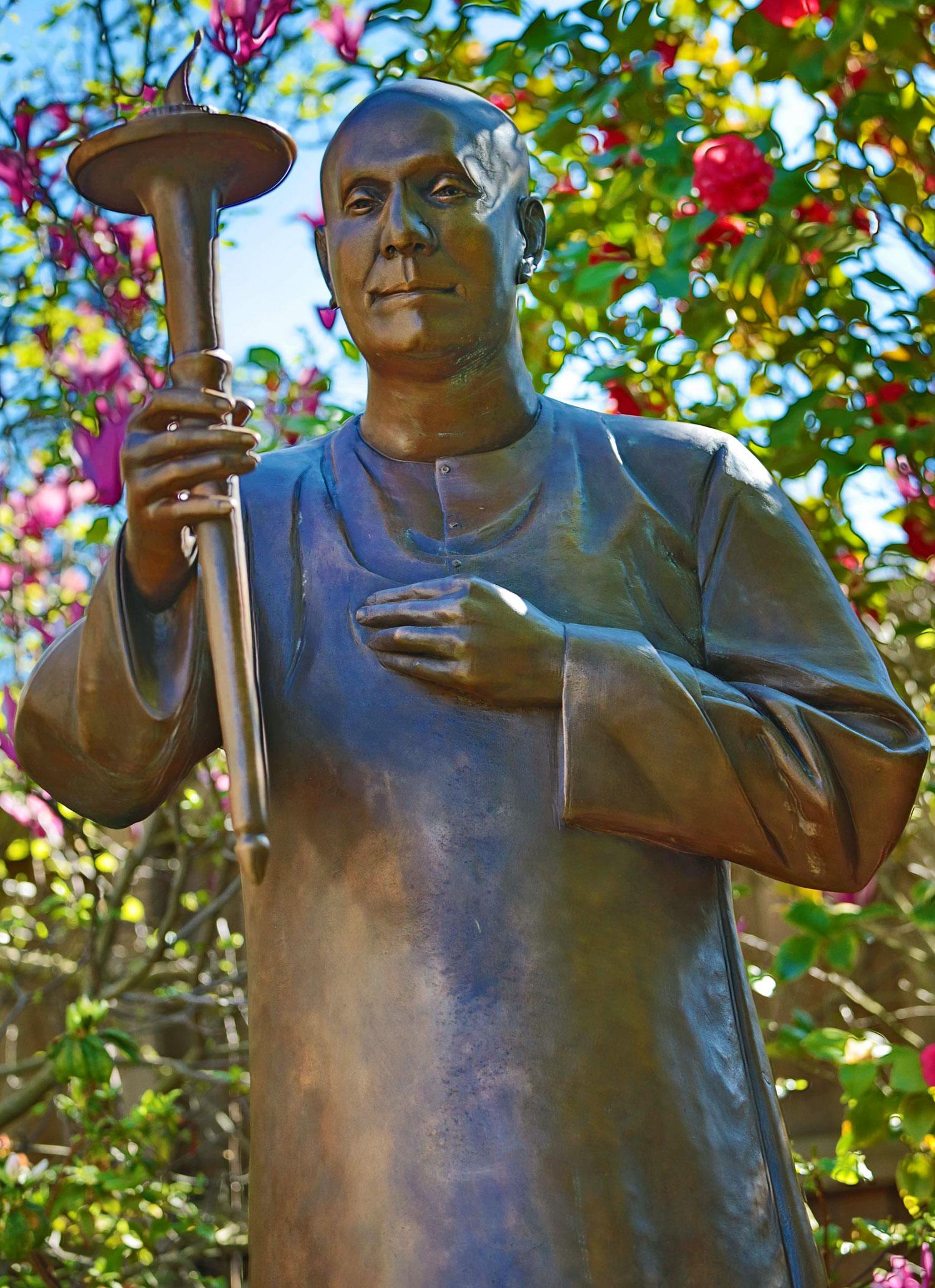 sri_chinmoy_statue_melbourne2