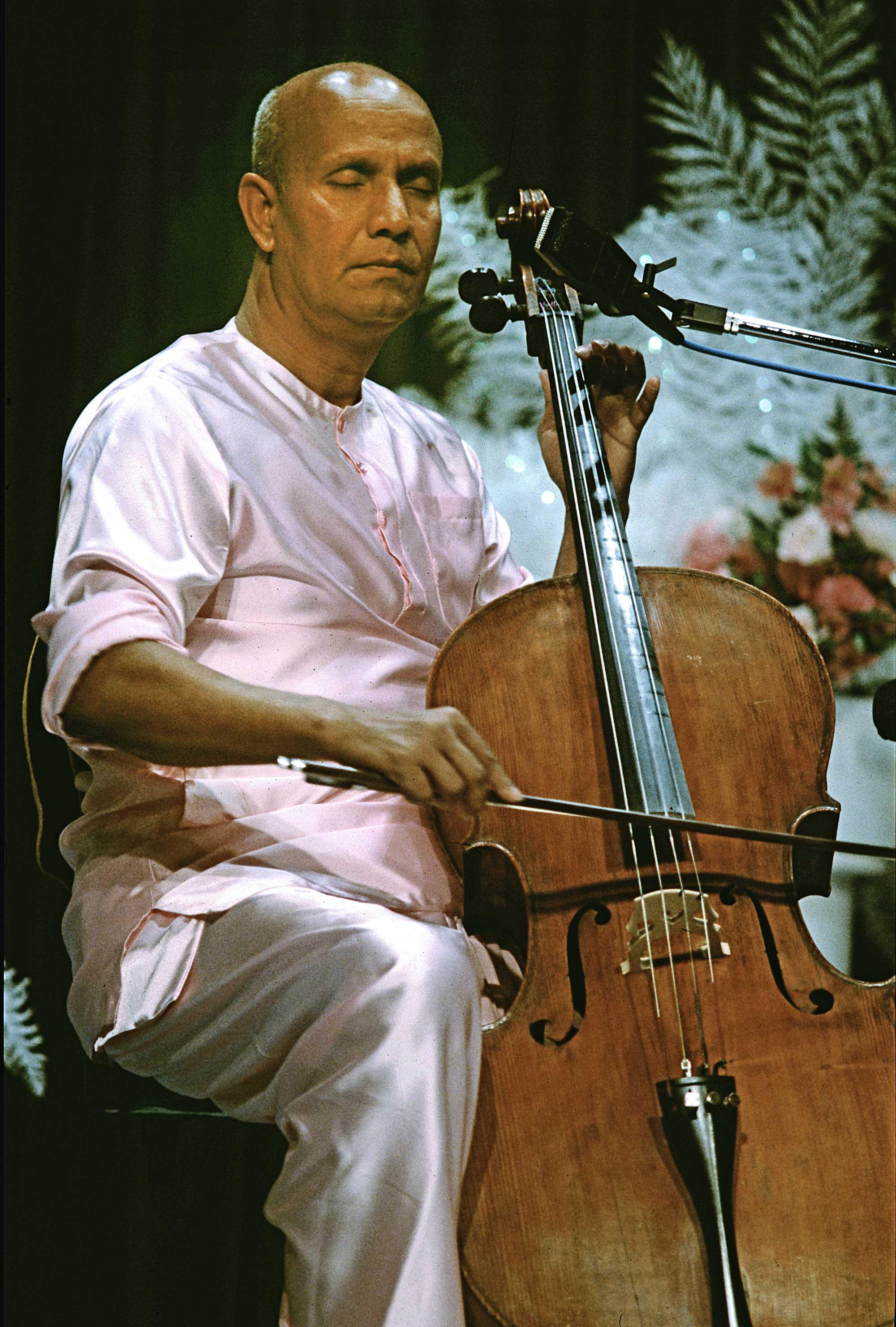 cello-sri-chinmoy-2